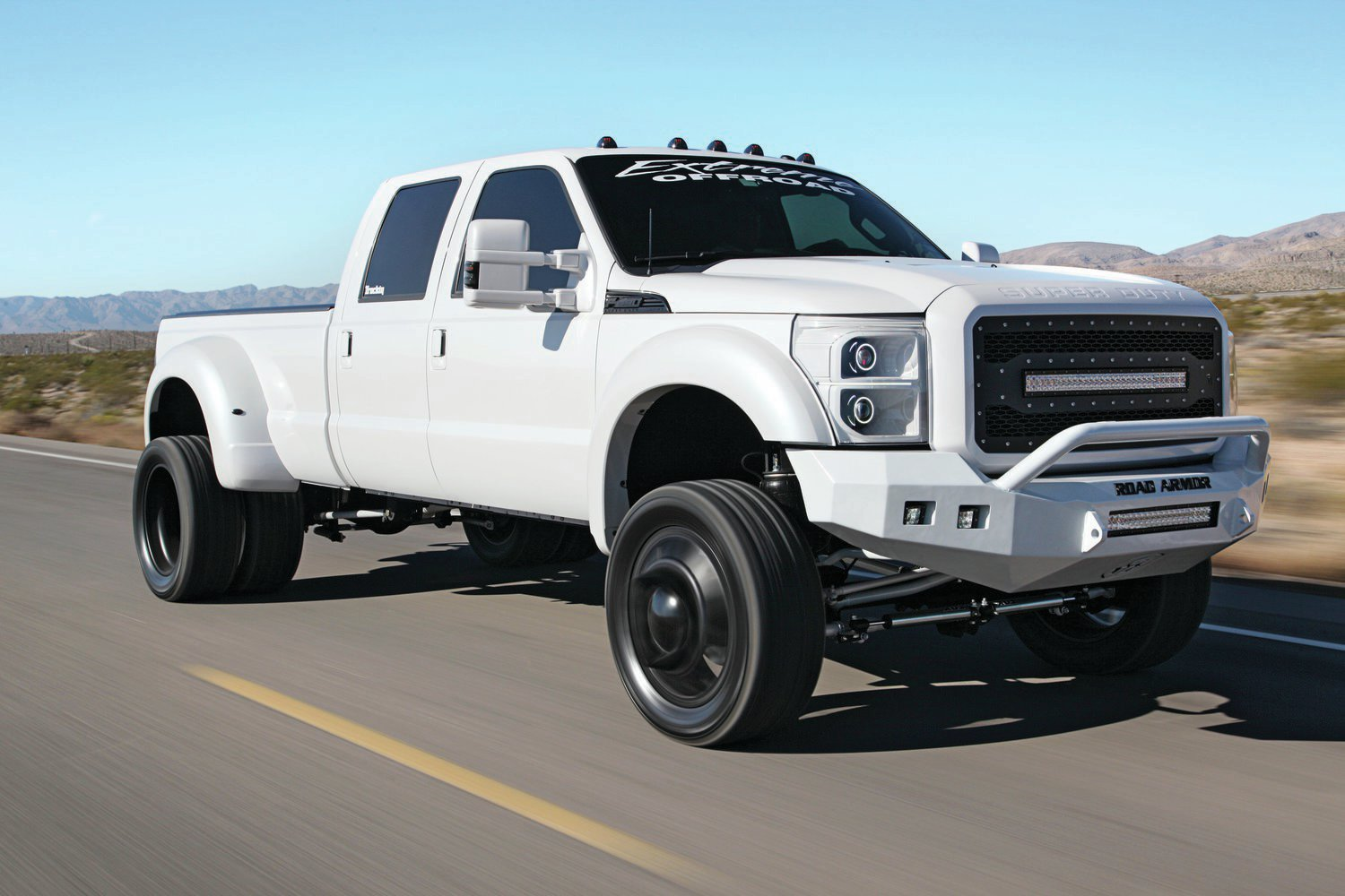 Ford And Ram Battle Over Heavy Duty Towing Title 4wheel Online Lifted Super Trucks Ford4