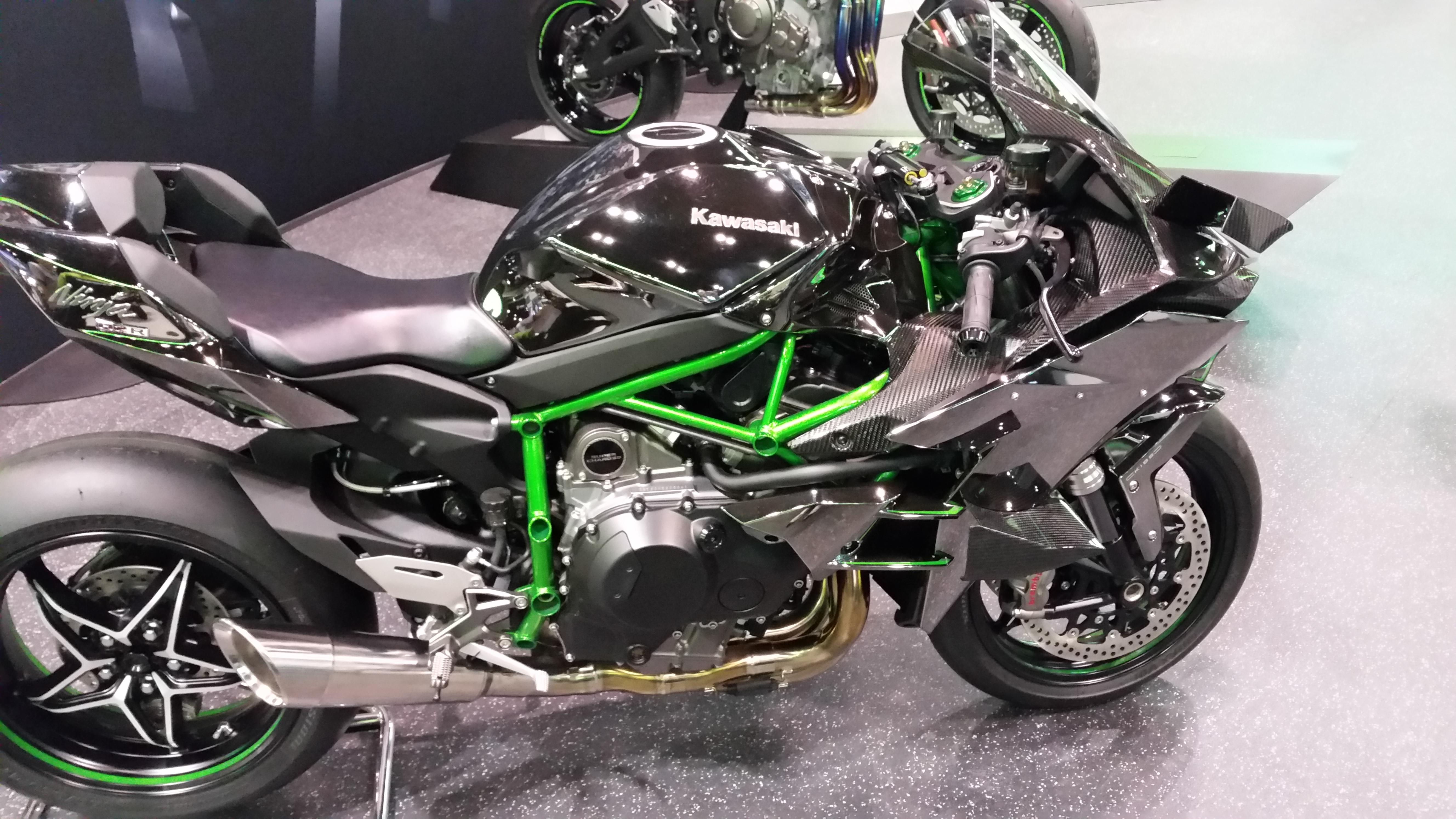 2016 Kawasaki Ninja ZS-6 Street Edition
