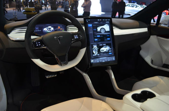 Bioweapon defense mode tesla model x has one 4wheel for Tesla model x interieur